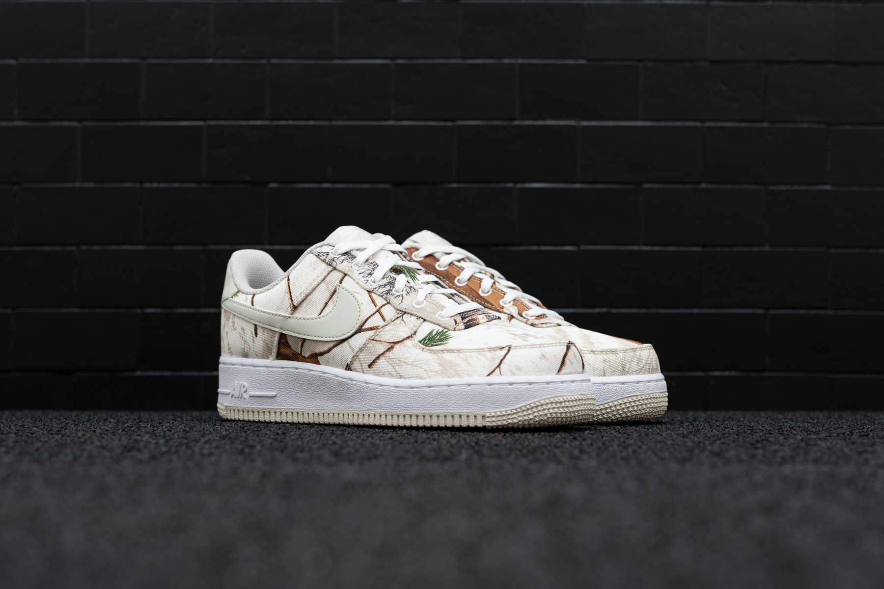 NIKE AIR FORCE 1 07 LV8 3 REALTREE WHITE LIGHT BONE