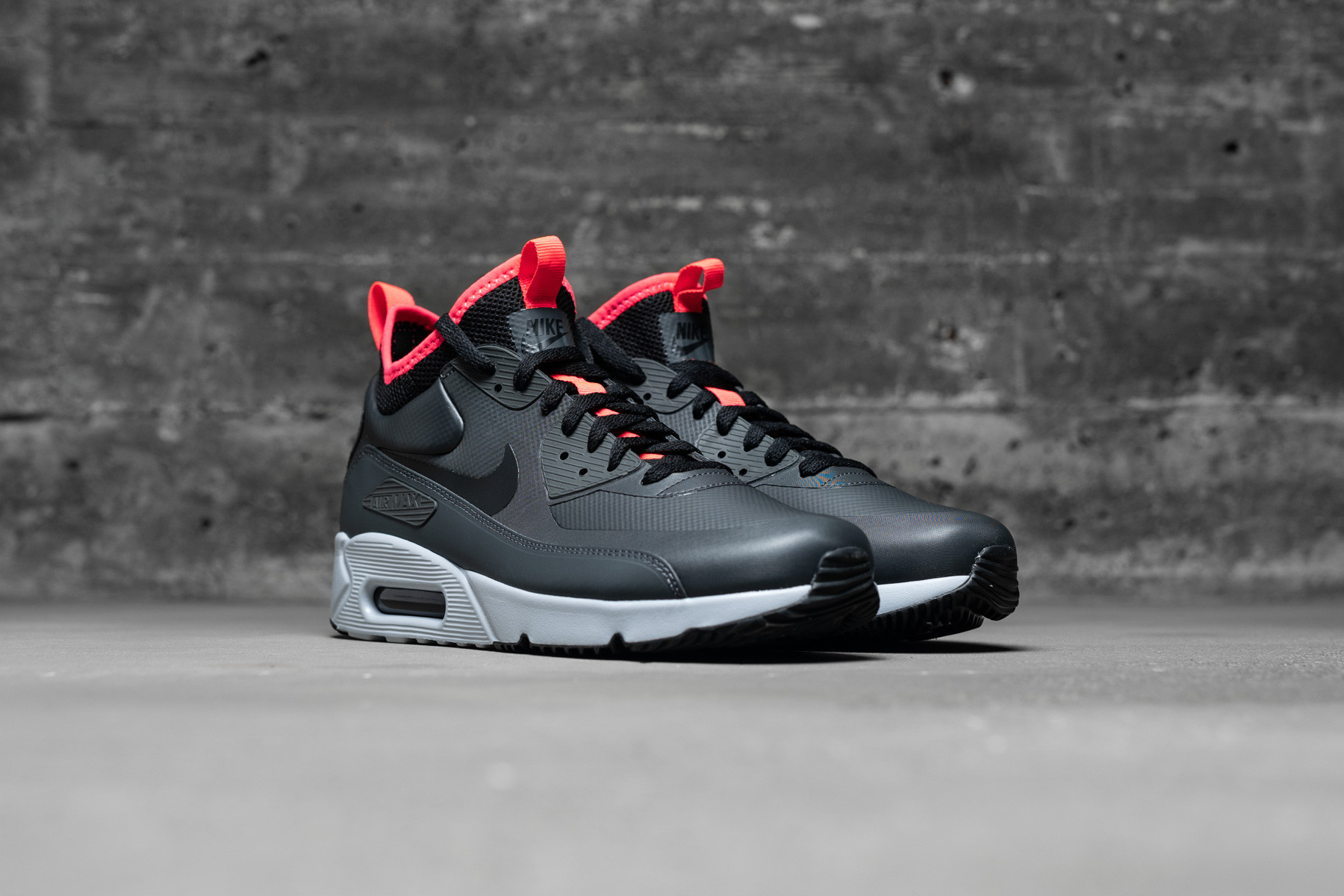 NIKE AIR MAX 90 Ultra Mid Winter Anthracite Black Solar Red