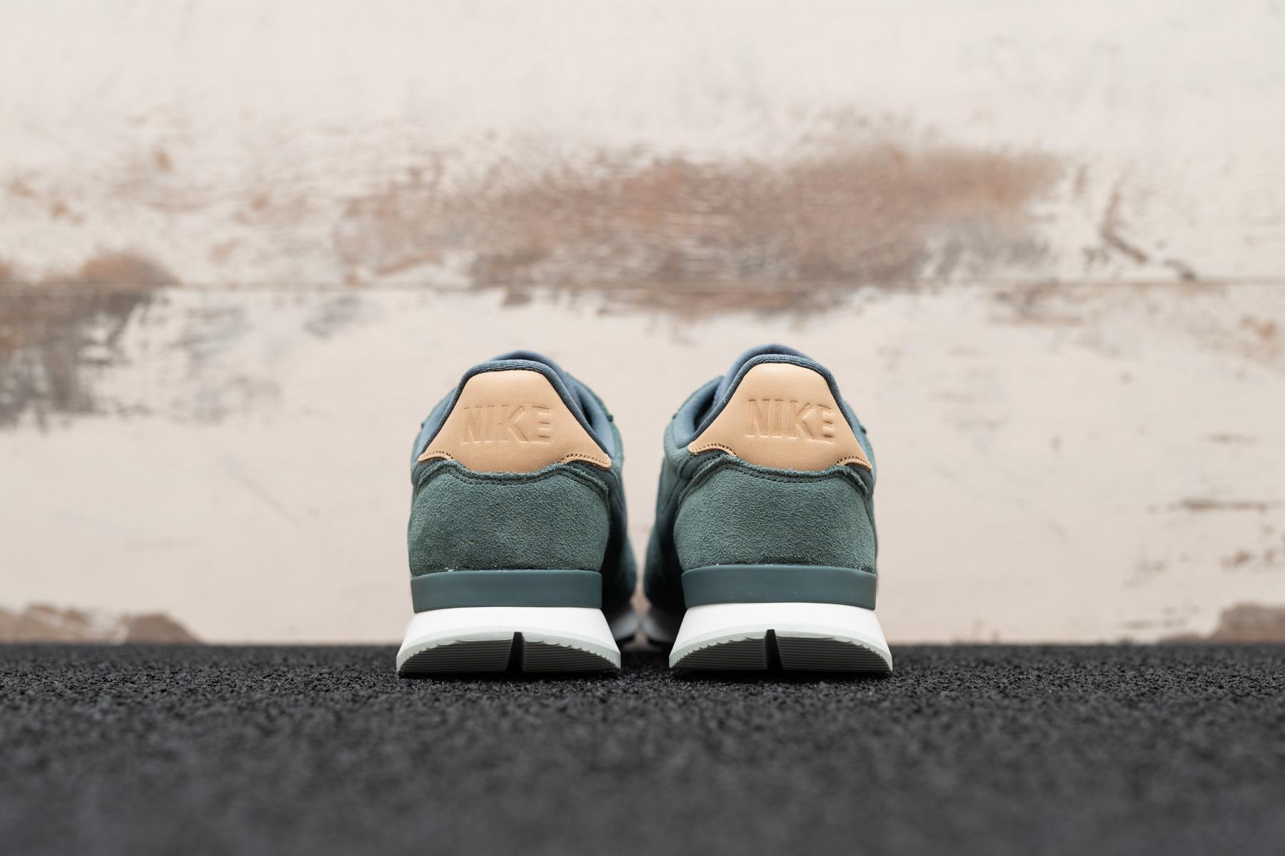 new style 9e08b 046c0 W Nike Internationalist PRM