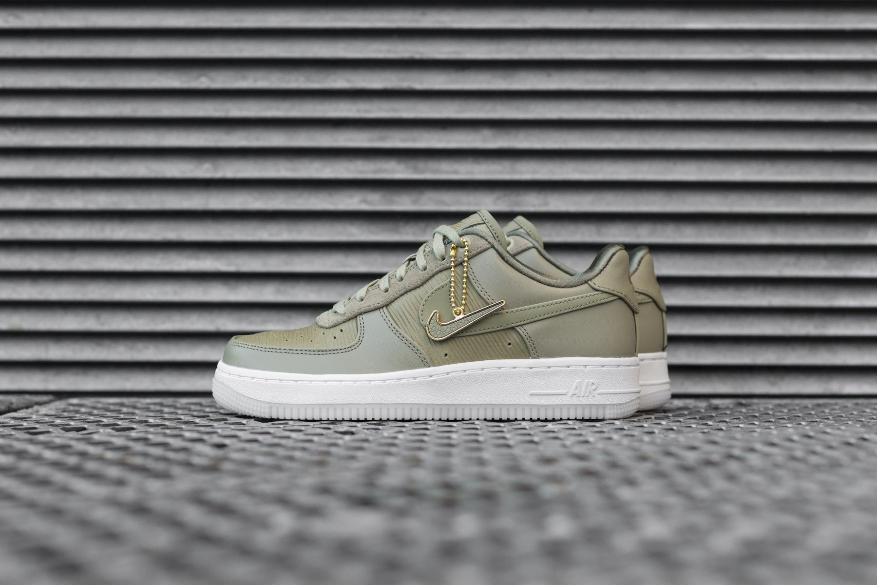 33fbf9ba8 W Nike Air Force 1 `07 Low LX - Sneakers - Sneaker.no