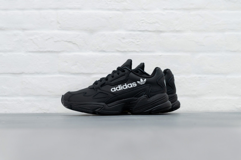 W Adidas Falcon