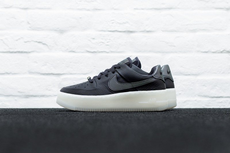W Nike Air Force 1 Sage Low LX