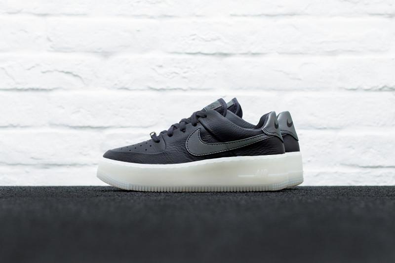 W Nike Air Force 1 Sage Low LX