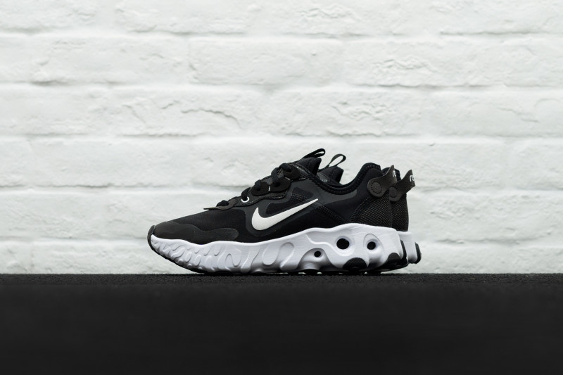 W Nike React Art3mis